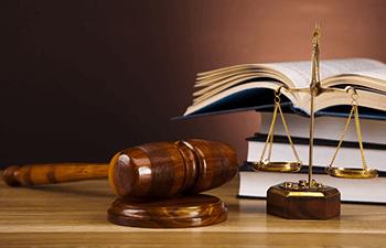 """ماده ۹۴۲ قانون مدنی """"نحوه تقسیم سهم ارث دو زن از شوهر"""""""